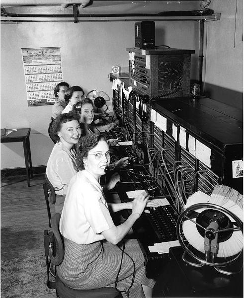 Operadoras de telefonia em um sistema PBX nos Estados Unidos em 1952